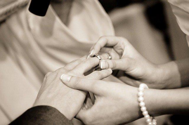 nasazování prstenu
