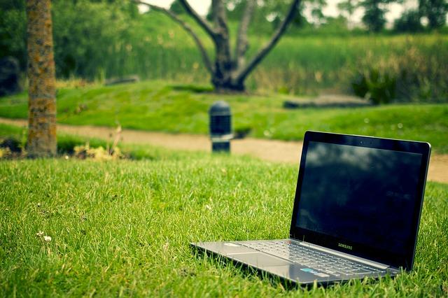 počítač v parku