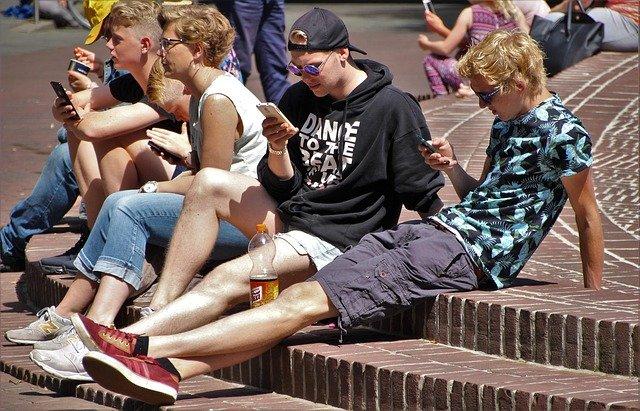 V souvislosti s chytrými telefony narůstá i nebezpečí pro vaše ratolesti